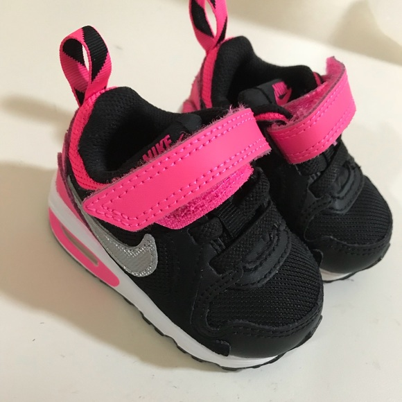 Baby Girl Nike Shoes size 2. M 5b429aadc89e1d321ede8734 867dba993